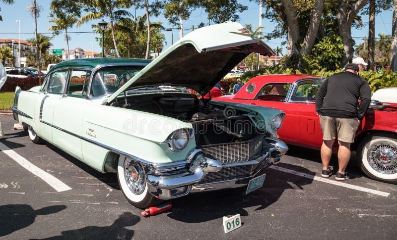 Η μέντα πράσινο το 1956 Cadillac στο 32$ο ετήσιο κλασικό αυτοκίνητο αποθηκών της Νάπολης παρουσιάζει στοκ εικόνες