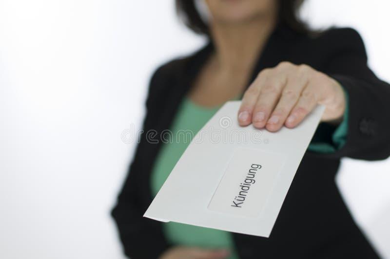 Η γυναίκα παρουσιάζει την ειδοποίηση στοκ φωτογραφία με δικαίωμα ελεύθερης χρήσης