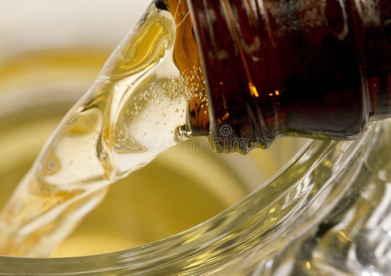 Η μακρο μπύρα χύνει στοκ φωτογραφίες με δικαίωμα ελεύθερης χρήσης