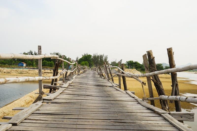 Η μακρύτερη ξύλινη γέφυρα στο Βιετνάμ στοκ εικόνα
