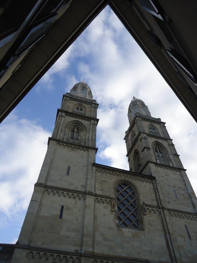 Η μεγάλη εκκλησία μοναστηριακών ναών στη Ζυρίχη στοκ εικόνες