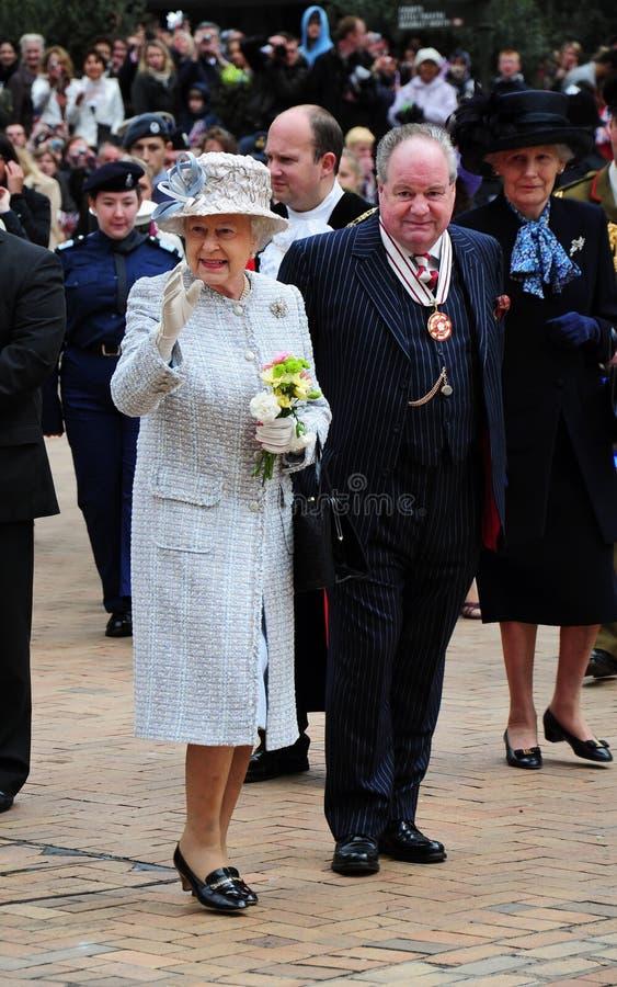 Η μεγαλειότητά της βασίλισσα Elizabeth II σε Bromley στοκ φωτογραφίες