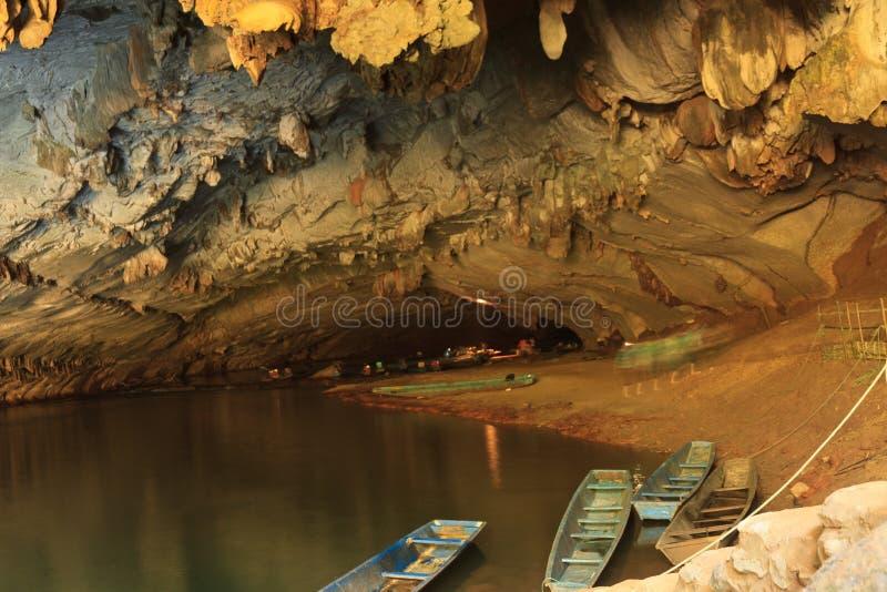 Η μεγαλύτερη σπηλιά στο Λάος, σπηλιά Konglor στοκ φωτογραφία