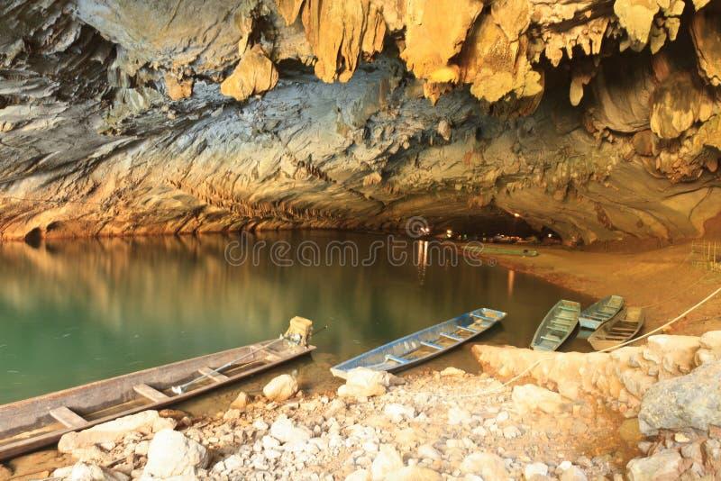 Η μεγαλύτερη σπηλιά στο Λάος, σπηλιά Konglor στοκ εικόνα με δικαίωμα ελεύθερης χρήσης