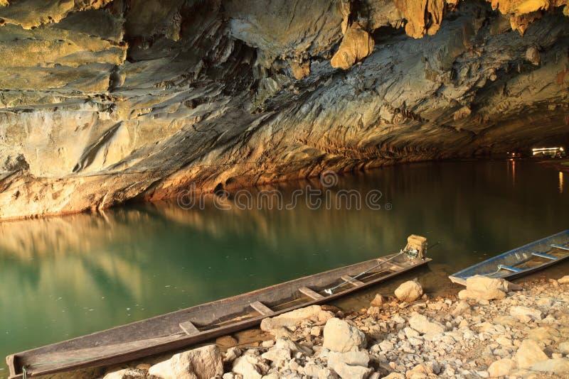 Η μεγαλύτερη σπηλιά στο Λάος, σπηλιά Konglor στοκ εικόνες με δικαίωμα ελεύθερης χρήσης