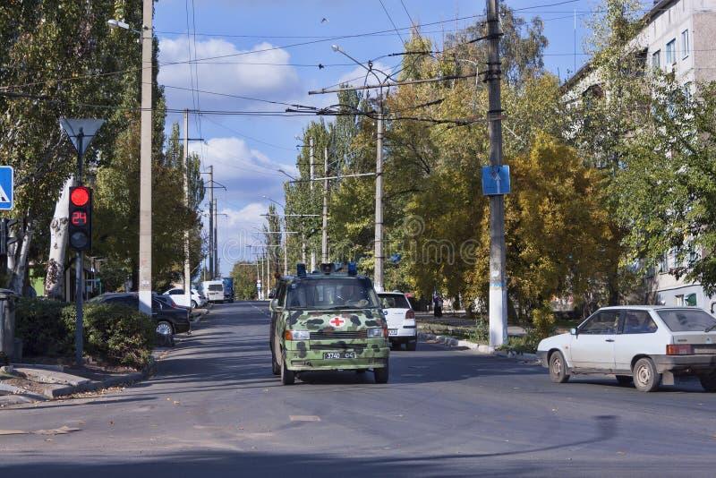 Η μετακίνηση στις οδούς Sloviansk ρυθμίζει το νέο φωτεινό σηματοδότη στοκ φωτογραφία με δικαίωμα ελεύθερης χρήσης