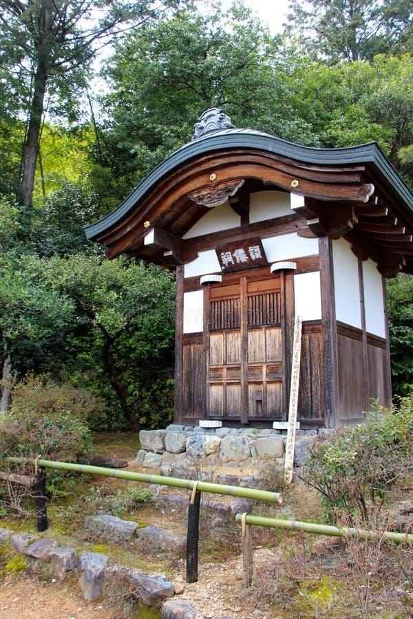 Η μικρή λάρνακα στους ναούς του Κιότο στοκ εικόνες