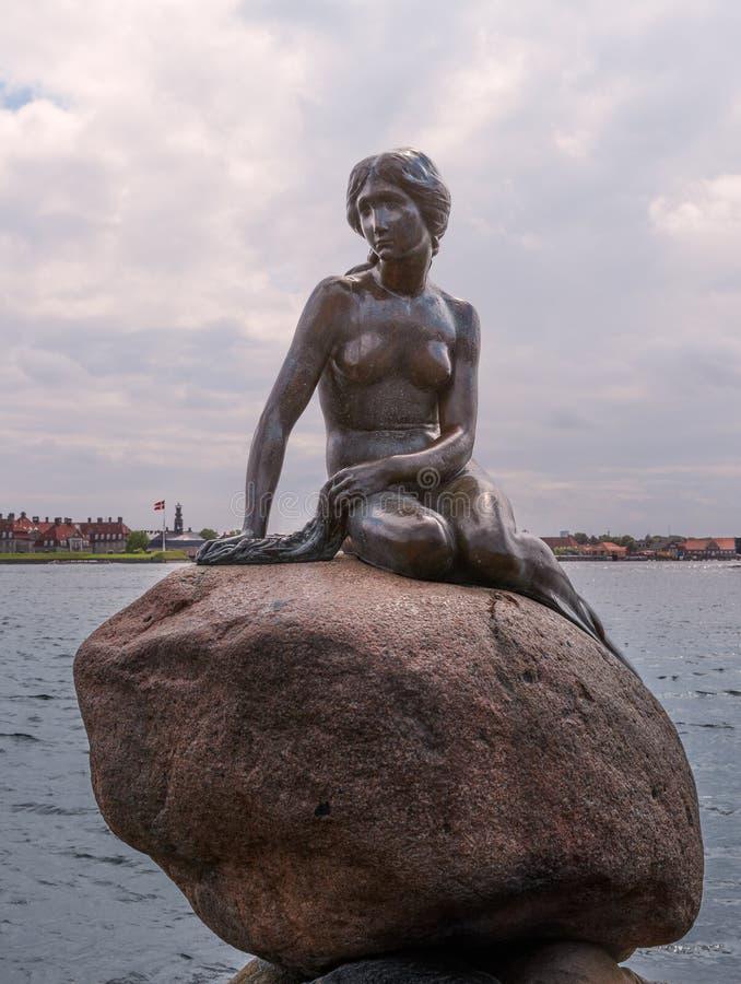 Η μικρή γοργόνα στην Κοπεγχάγη στοκ εικόνες