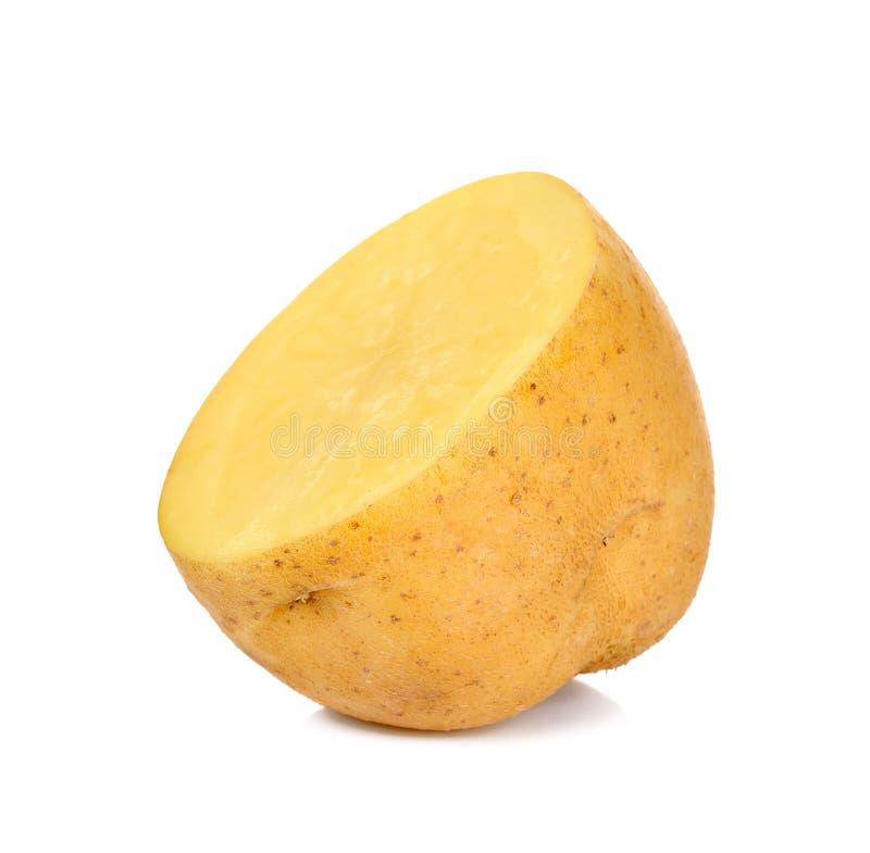 Η μισή από την πατάτα που απομονώνεται στο άσπρο υπόβαθρο στοκ φωτογραφία