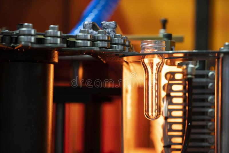 Η μορφή προσχηματισμών του πλαστικού προϊόντος μπουκαλιών στοκ φωτογραφίες με δικαίωμα ελεύθερης χρήσης