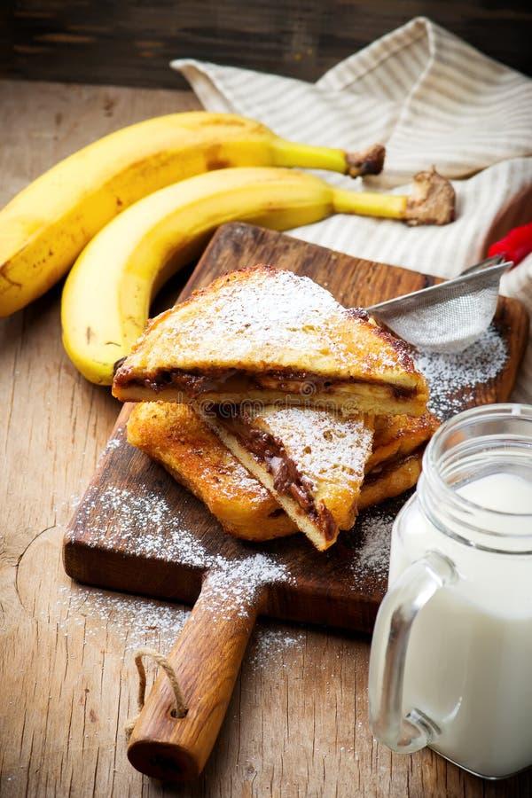 Η μπανάνα φυστικοβουτύρου σοκολάτας γέμισε τη γαλλική φρυγανιά στοκ φωτογραφίες