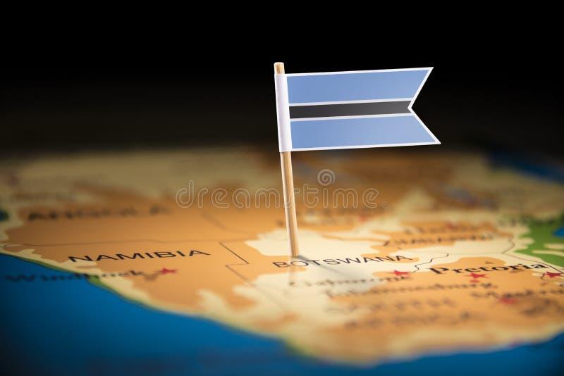 Η Μποτσουάνα εμαρκάρισε με μια σημαία στο χάρτη στοκ εικόνες με δικαίωμα ελεύθερης χρήσης