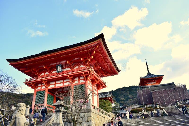 Η μπροστινή πόρτα του ναού kiyomizu-Dera το χειμώνα, Κιότο, Ιαπωνία στοκ φωτογραφία με δικαίωμα ελεύθερης χρήσης