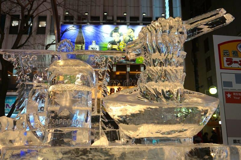 Η μπύρα Sapporo και το γλυπτό πάγου κατά τη διάρκεια του φεστιβάλ χιονιού Sapporo του 2018 στοκ φωτογραφίες