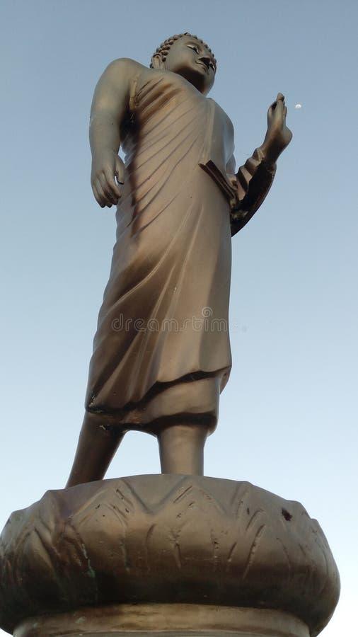 Η μόνιμη εικόνα του Βούδα και το φεγγάρι στοκ φωτογραφία με δικαίωμα ελεύθερης χρήσης