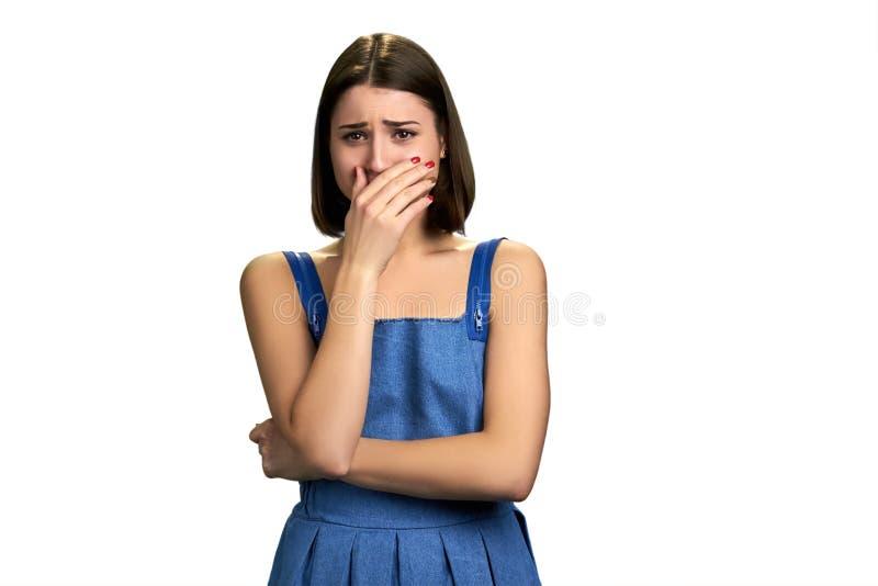 Η νέα απελπισμένη γυναίκα φωνάζει στοκ φωτογραφία
