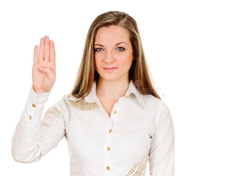 Η νέα γυναίκα παρουσιάζει το σημάδι και σύμβολο με το χέρι στο άσπρο υπόβαθρο στοκ φωτογραφίες