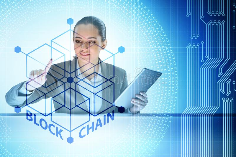 Η νέα επιχειρηματίας στην καινοτόμο έννοια blockchain στοκ εικόνες