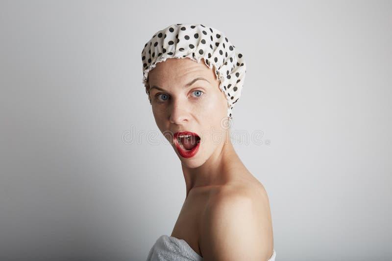 Η νέα μετάβαση εφήβων αισθησιασμού όμορφη παίρνει το ντους στοκ φωτογραφίες με δικαίωμα ελεύθερης χρήσης