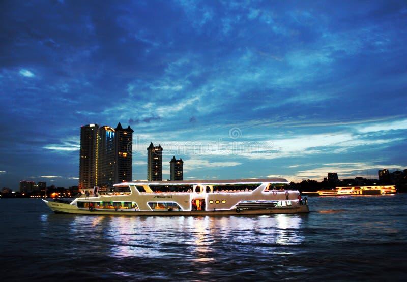 Η να επιπλεύσει κρουαζιέρα γευμάτων εστιατορίων, Ταϊλάνδη στοκ εικόνα
