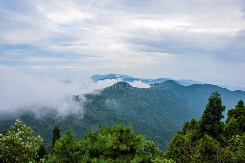 Η νεφελώδης θάλασσα του βουνού Hanshan στοκ φωτογραφία
