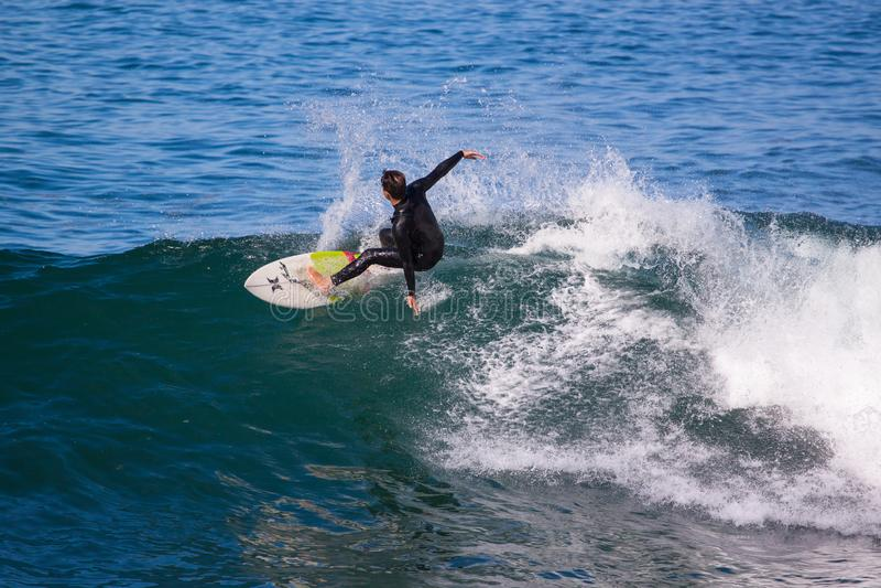 Η νοτιοαφρικανική ακτή γίνεται για το σερφ στοκ εικόνες