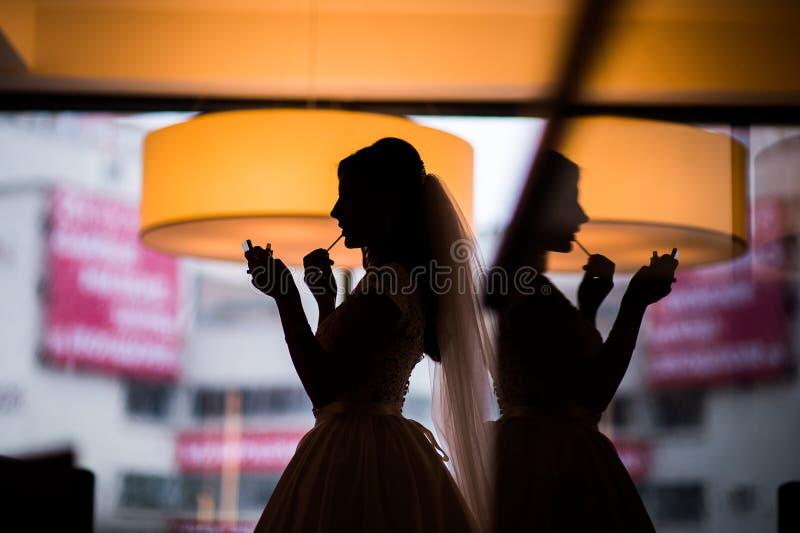 Η νύφη σκιαγραφιών αποτελεί στοκ φωτογραφίες με δικαίωμα ελεύθερης χρήσης