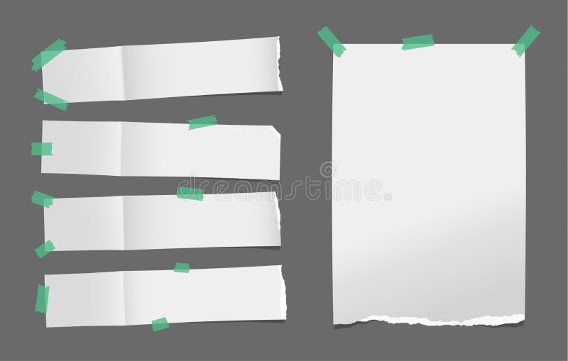 Η ξετυλιγμένη σχισμένη άσπρη κάρτα, το έγγραφο σημειώσεων ή το κενό φυλλάδιο, φυλλάδιο με τη σκιά κόλλησαν με την πράσινη κολλώδη ελεύθερη απεικόνιση δικαιώματος