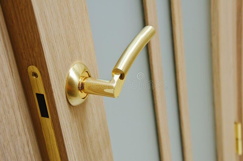 Η ξύλινη πόρτα στοκ φωτογραφίες