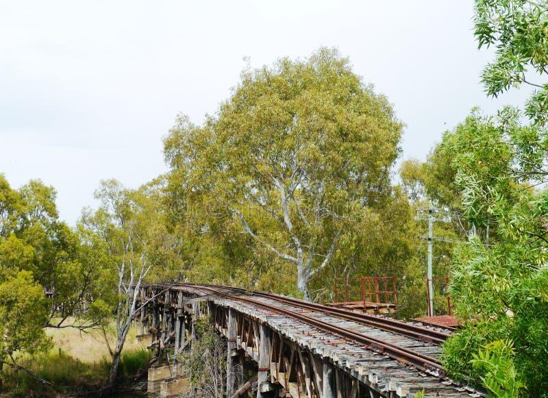 Η ξύλινη οδογέφυρα ραγών σε Gundagai στοκ εικόνα