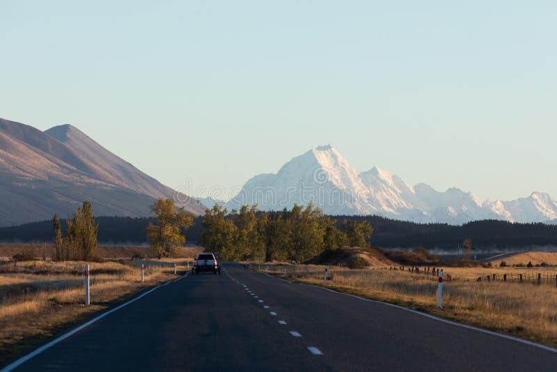 Η οδήγηση στο χιόνι κάλυψε το Mt Μαγείρεμα / Αοράκι στη Νέα Ζηλανδία`Νότια Νήσος στοκ φωτογραφία με δικαίωμα ελεύθερης χρήσης