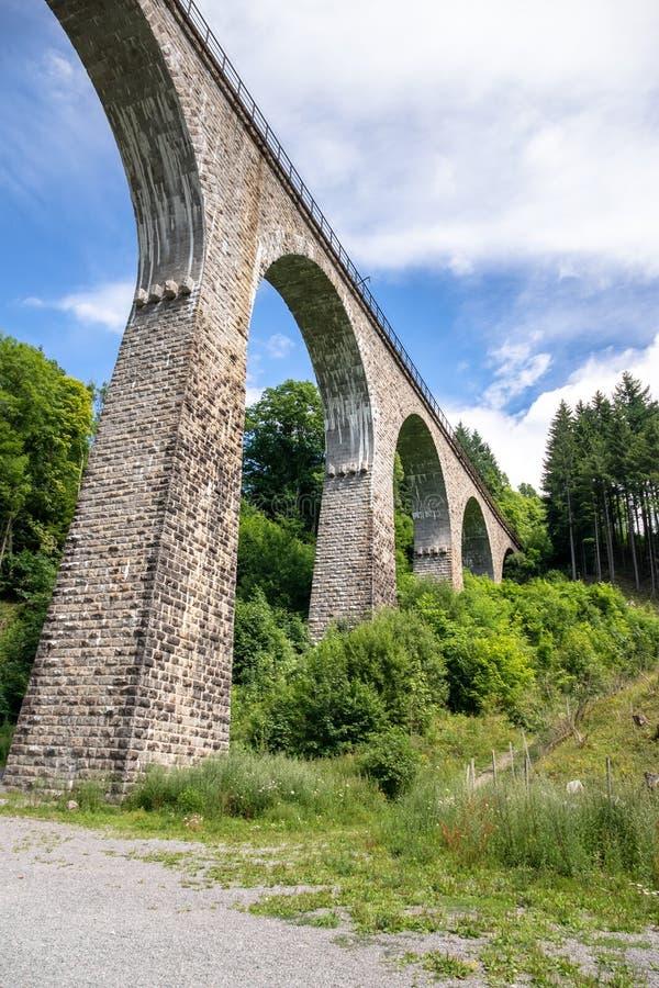 η οδογέφυρα σιδηροδρόμων γεφυρών της Ραβένας στη γραμμή σιδηροδρόμων  στοκ εικόνες