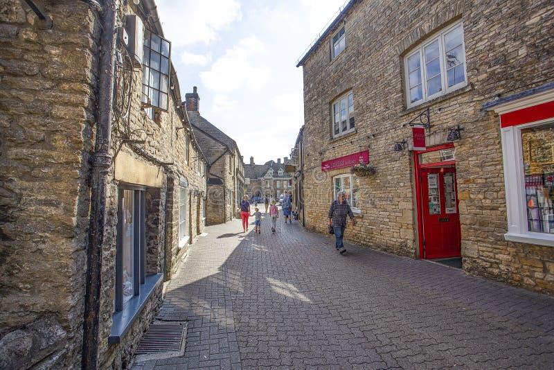 Η οδός εκκλησιών στοιβάζει στο Wold στοκ εικόνες