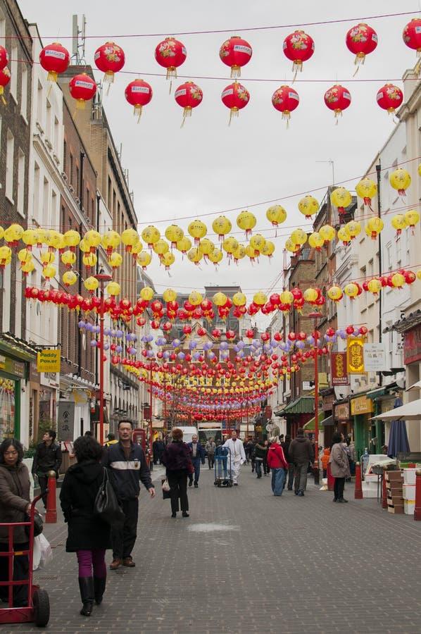Η οδός Gerrard στην πόλη της Κίνας του Λονδίνου που διακοσμείται με τα κινεζικά φανάρια για γιορτάζει του κινεζικού νέου έτους στοκ φωτογραφίες με δικαίωμα ελεύθερης χρήσης