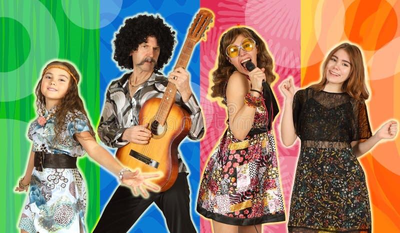 Η οικογένεια έντυσε στο ύφος του disco στοκ φωτογραφίες