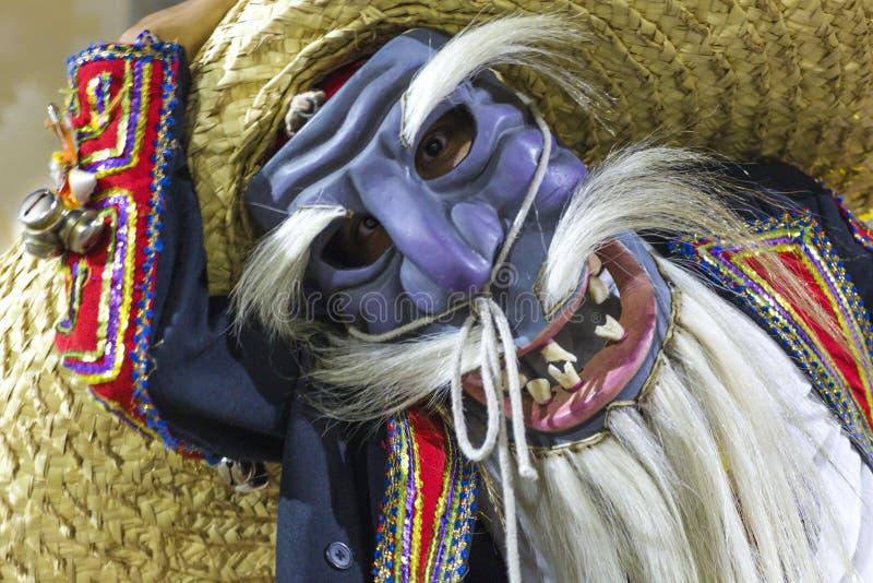 Η ομάδα χορού Tecuanes, σε αυτό το χορό, οι φυλές Chichimeca και Zapotec ενώνουν τις δυνάμεις τους για να νικήσουν την τίγρη ή τε στοκ φωτογραφία