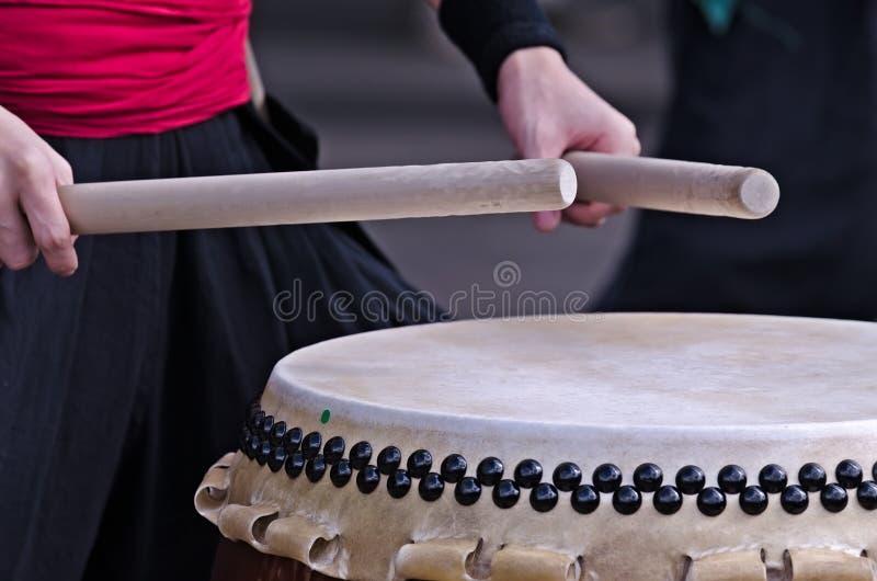 Η ομάδα μουσικών παίζει σε παραδοσιακό στοκ εικόνες με δικαίωμα ελεύθερης χρήσης