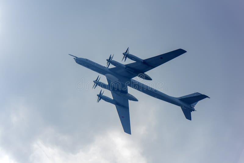 Η ομάδα σοβιετικού στρατηγικού βομβαρδιστικού αεροπλάνου Tupolev TU-95 στοκ εικόνα