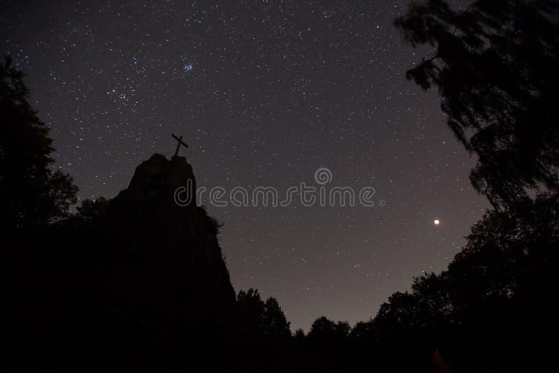 Η πέτρα Druidenstein πλησίον η Γερμανία τη νύχτα στοκ φωτογραφία με δικαίωμα ελεύθερης χρήσης