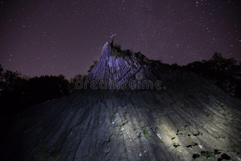 Η πέτρα Druidenstein πλησίον η Γερμανία τη νύχτα στοκ εικόνα με δικαίωμα ελεύθερης χρήσης