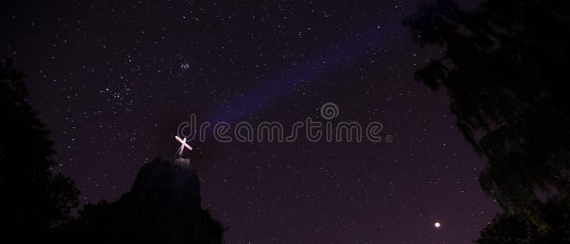 Η πέτρα Druidenstein πλησίον η Γερμανία τη νύχτα στοκ φωτογραφίες