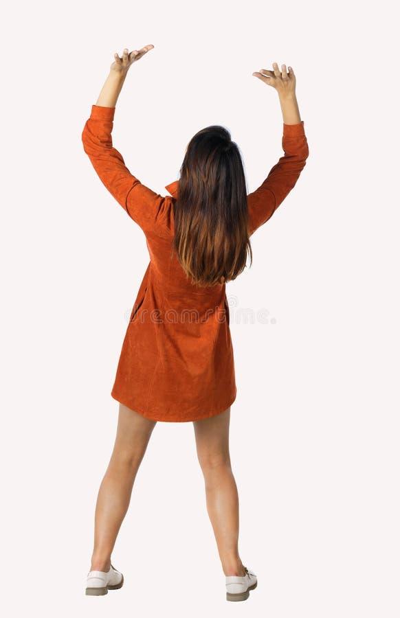 Η πίσω άποψη της γυναίκας ωθεί τον τοίχο Απομονωμένος πέρα από την άσπρη ανασκόπηση στοκ εικόνα με δικαίωμα ελεύθερης χρήσης