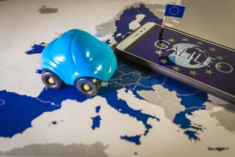Η παγκόσμια σφαίρα και η ΕΕ σημαιοστολίζουν μέσα σε ένα smartphone και το χάρτη της ΕΕ, μεταφορά συστημάτων Γαλιλαίου στοκ εικόνες με δικαίωμα ελεύθερης χρήσης