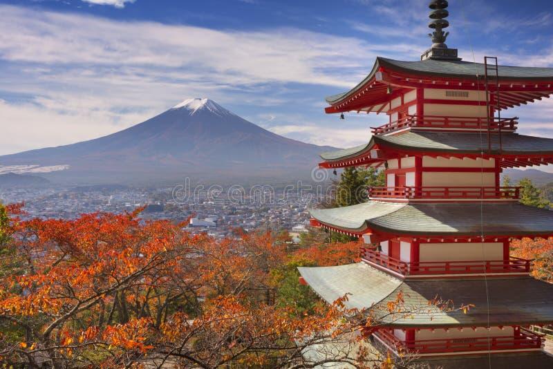 Η παγόδα Chureito και τοποθετεί το Φούτζι, Ιαπωνία το φθινόπωρο στοκ φωτογραφία με δικαίωμα ελεύθερης χρήσης
