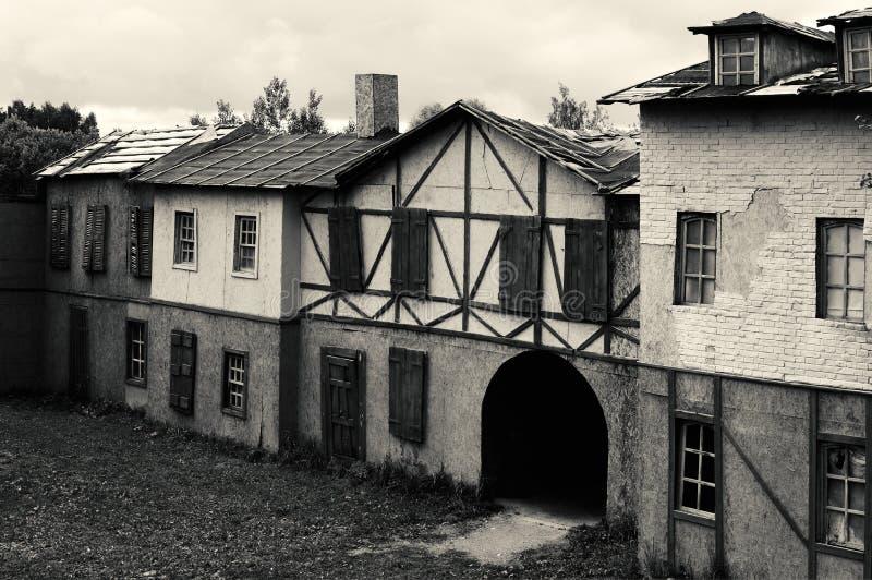 Η παλαιά εγκαταλειμμένη εγκαταλειμμένη οδός στοκ φωτογραφία με δικαίωμα ελεύθερης χρήσης