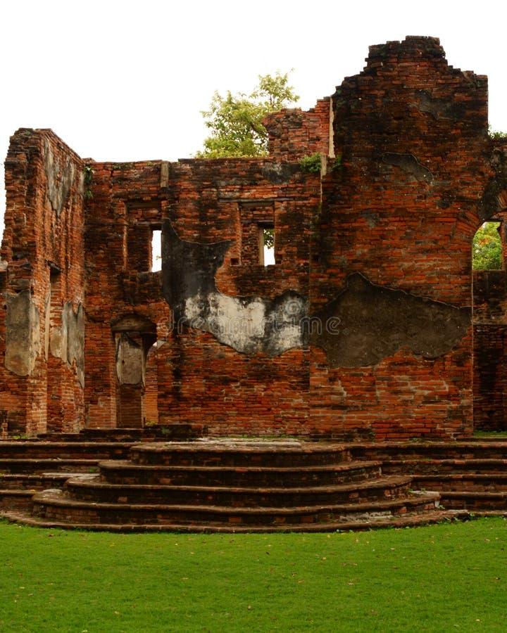 Η παλαιά επίσημη κατοικία Lopburi σπιτιών Wichayen αρχιτεκτονικής τούβλου παρέχει την Ταϊλάνδη στοκ εικόνα