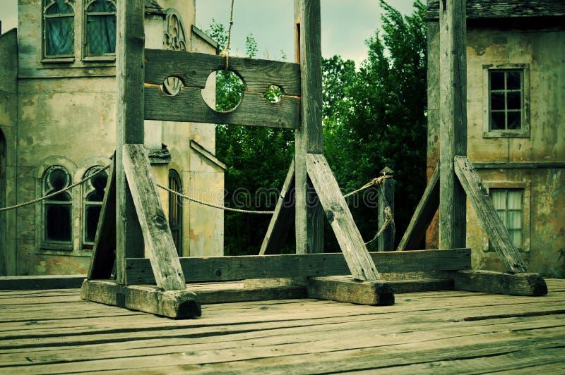 Η παλαιά ξύλινη συσκευή για τα βασανιστήρια στοκ φωτογραφία