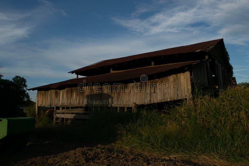 Η παλαιά σιταποθήκη στο αγροτικό αγρόκτημα κοινοτήτων Avoyelles στοκ εικόνες