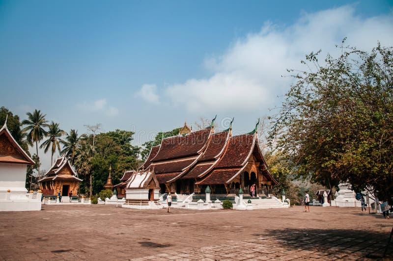 Η παλαιοί αίθουσα και ο ναός του Βούδα τακτοποιούν στο λουρί Wat Xieng, Luang Prabang - Λάος στοκ φωτογραφία με δικαίωμα ελεύθερης χρήσης