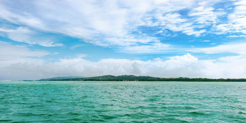 Η πανοραμική άποψη του κανενός επανδρώνει το έδαφος στο τροπικό νησί του Τομπάγκο Δυτικές Ινδίες στοκ φωτογραφίες με δικαίωμα ελεύθερης χρήσης